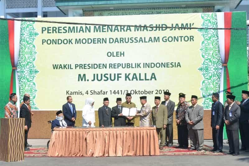 Jusuf Kalla Resmikan Menara Baru Masjid Jami Pondok Modern